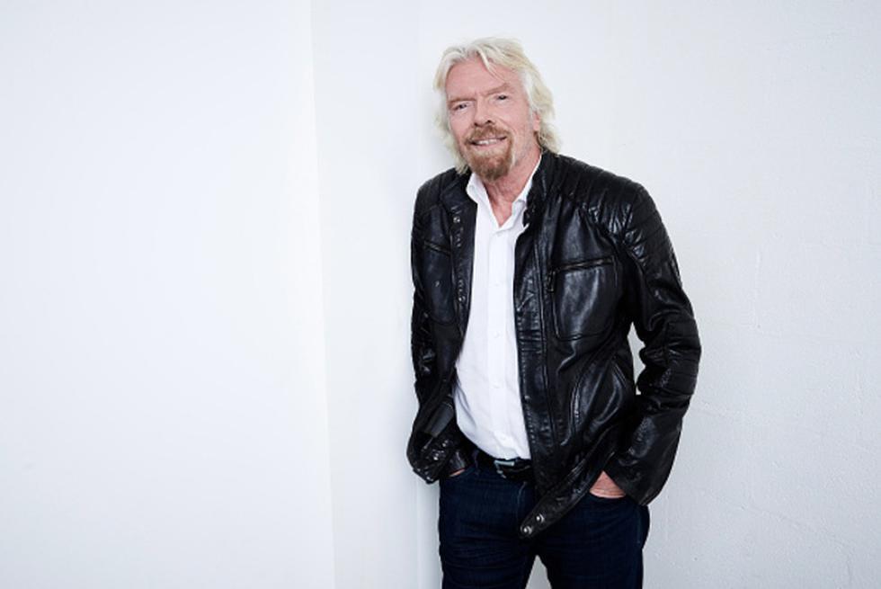 """¿Puedes? Si Richard Branson es un """"emprendedor rebelde, empresario arriesgado, hombre de familia, líder comprometido, amante de la adrenalina y enemigo de las corbatas""""… ¿qué eres tú? Redacta -puedes hacerlo ahora mismo- tu propia marca personal, igual que si redactaras la visión o misión de una empresa. Puedes decir: """"Emilio es un empresario de la construcción visionario y generoso"""". Podrías, también, decir: """"Fernando es un padre cariñoso, un esposo fiel y un gran golfista…"""". Escribe cinco o seis cosas que eres y que te gusta ser. Escríbelas de manera que transmitan cómo quieres ser percibido por tus clientes, por el ecosistema y por los que te conocen. (Foto: Getty)"""