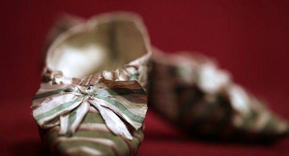 El culto al pie pequeño procede de China, donde desde el siglo XI, a las niñas a partir de cinco años se les doblaban los dedos bajo la planta.