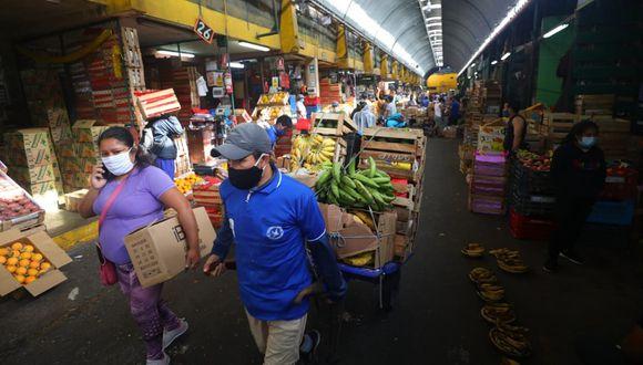 La reducción de precios de los Alimentos y Bebidas en junio se sustenta en la disminución de los precios de las hortalizas y legumbres frescas (-6%), tubérculos y raíces (-3.4%) y frutas (-2.3%).  (Foto: Gonzalo Córdova)