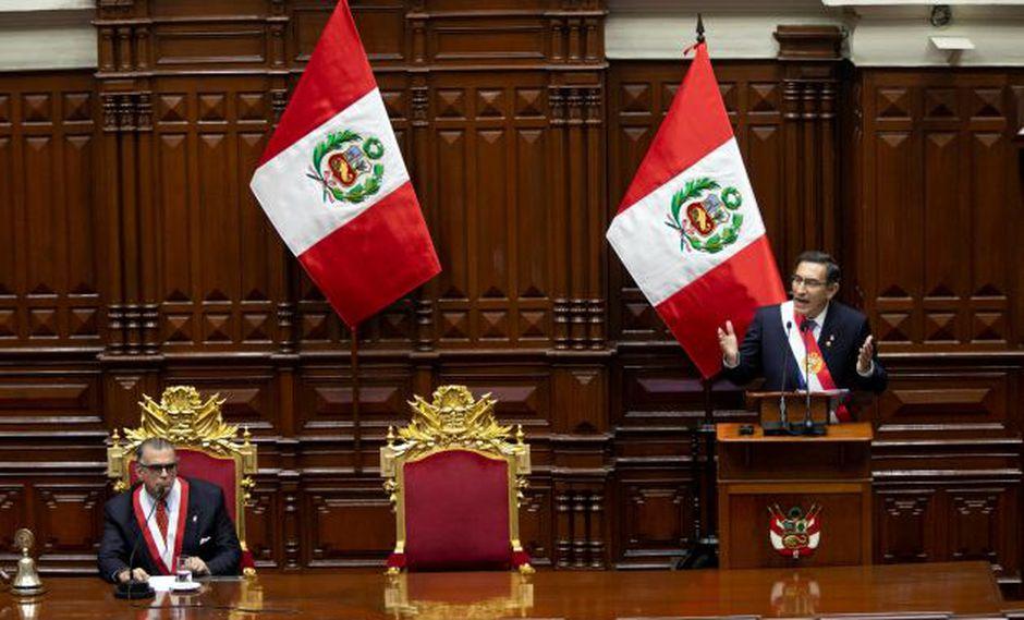 El riesgo de elecciones presidenciales anticipadas en caso el Tribunal Constitucional declare inconstitucional la disolución del Congreso crea incertidumbre para los inversores y perjudicará el crecimiento económico del Perú.