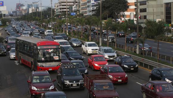 El 51% de limeños considera que el alborotado tráfico les quita calidad de vida. (Foto: El Comercio)
