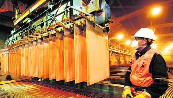 Economista Luis Carranza mencionó que para cerrar la brecha de la demanda de cobre al 2031, se necesita US$ 91,000 millones de inversión. (Foto: EFE)