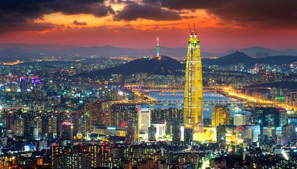 Cubre un año de un curso preliminar de coreano y una carrera universitaria, de entre cuatro y seis años, según la especialidad elegida.