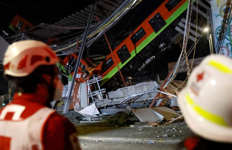 El sitio donde un paso elevado de un metro colapsó parcialmente con vagones de tren sobre él se ve en la estación de Olivos en la Ciudad de México, México, 4 de mayo de 2021. (REUTERS/Carlos Jasso).