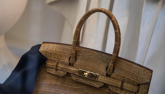 Los productos exitosos en el e-commerce son las carteras, los accesorios y aquellas prendas para ocasiones especiales y para las vacaciones que permiten dar un paso hacia el escape. (Foto referencial: Bloomberg)