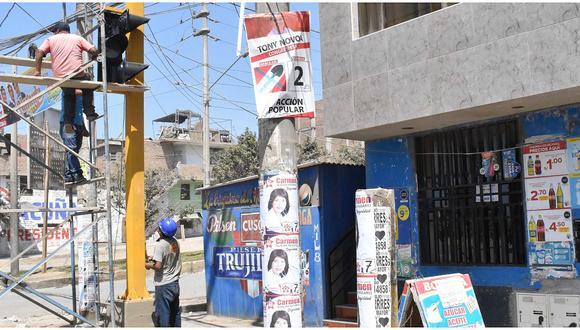 Hay 16 casos de propaganda electoral pegada en postes de alumbrado público