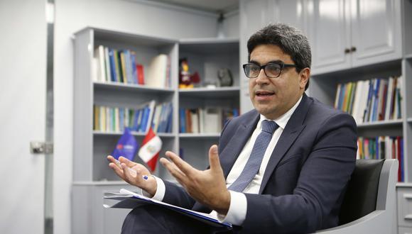 Benavides afirma que hay universidades que están en la mira por hacer poco o nada en el proceso de licenciamiento. (Foto: Manuel Melgar)