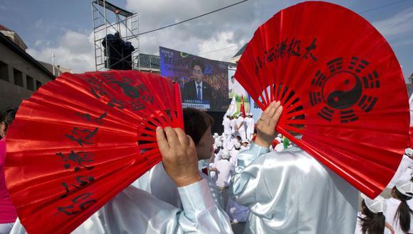 Muchas artistas y danzantes se dieron cita para celebrar el anuncio de Pekín como sede de los Juegos de Invierno 2022. (Foto: AP)