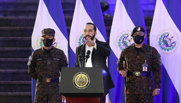 Presidente de El Salvador, Nayib Bukele, junto al Alto mando de la Fuerza Armada. (Foto: EFE/ Miguel Lemus)