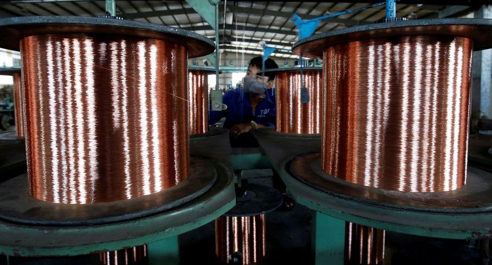 Los inventarios de cobre en los almacenes aprobados por la LME bajaron a un nuevo mínimo de ocho meses de 128,050 toneladas. (Foto: Reuters)