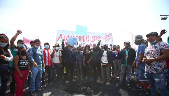 El paro en Ica se inició ayer con el bloqueo de tramos de la carretera Panamericana Sur como medida de fuerza para exigir la derogatoria de la Ley de Promoción Agraria y del Decreto de Urgencia 043-2019. (Foto: Hugo Curotto / @photo.gec)