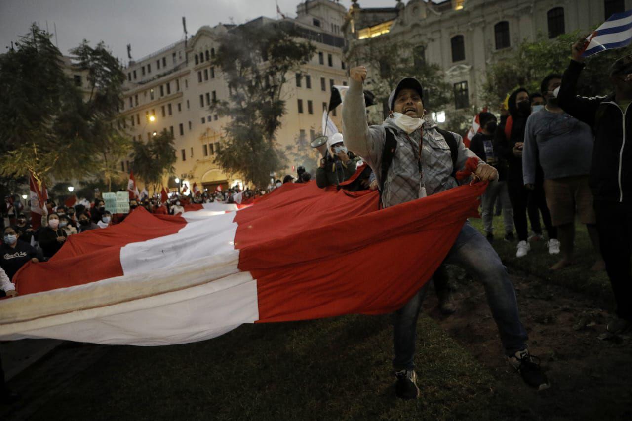 Los manifestantes que están en contra del presidente Pedro Castillo intentaron llegar a Palacio de Gobierno. (Foto: Joel Alonzo / @photo.gec)