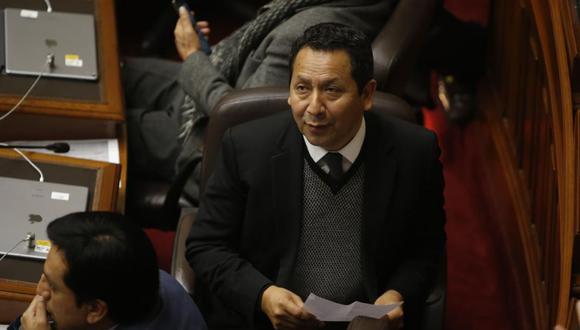 El congresista Clemente Flores, vocero de Peruanos por el Kambio,  advierte  que  legisladores  pueden ser denunciados si no respetan la Constitución . (Foto: Congreso de la República)