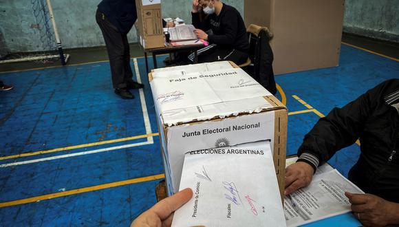 Una persona vota durante la jornada de elecciones primarias  en Buenos Aires (Argentina).  (Foto: EFE/ Juan Ignacio Roncoroni)