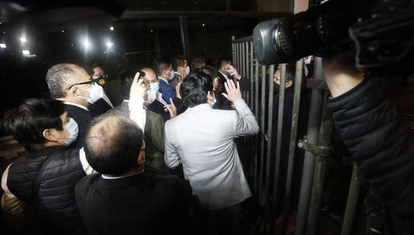 En un inicio se programó la ceremonia de juramentación del gabinete Bellido para las 8:30 p.m. sin embargo se inició pasada las 11:00 pm. (Foto: Jorge Cerdan/@photo.gec)