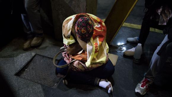 Venezolanos haciendo cola a la espera del pasaporte. (Foto: Bloomberg)