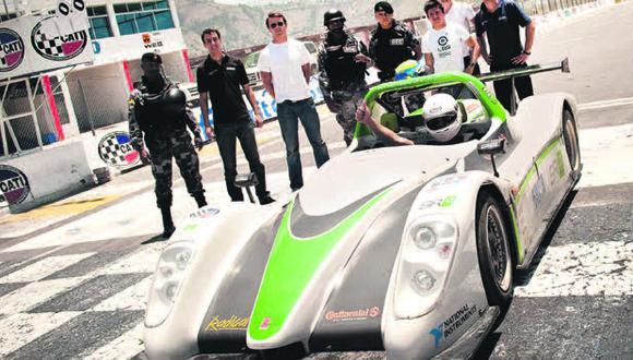 21 de octubre del 2010. Hace 10 años –  En Lima el primer auto cero emisiones. Tal como lo anunciamos a inicios del mes pasado, llegó a Lima el 'SRZero', el primer auto eléctrico de cero emisiones, equipado con dos motores.
