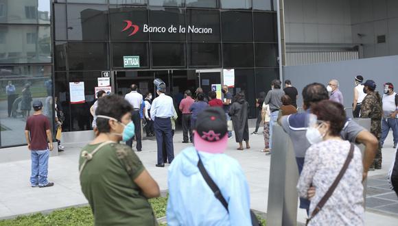La entrega del Bono 600 ha generado una concurrencia masiva de personas en apenas 20 agencias del Banco de la Nación.  (Foto: Britanie Arroyo | GEC)