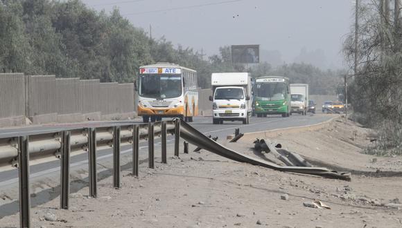 Los vehículos solo pueden circular por un tramo de la autopista Ramiro Prialé. (GEC)