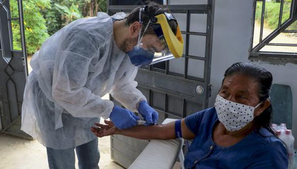Presionado por los gobernadores regionales, el Gobierno del presidente Jair Bolsonaro decidió anticipar a este mismo lunes la vacunación en el país, la cual estaba prevista para el miércoles. (AP Photo/Edmar Barros)
