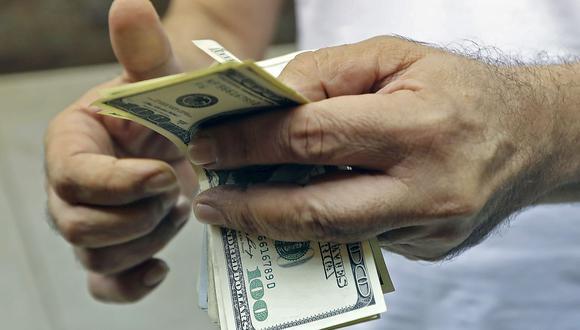 Hoy el tipo de cambio cotizaba a S/ 3.520 la compra y a S/ 3.560 la venta en el mercado paralelo. (Foto: AFP)