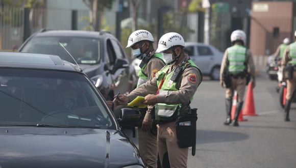 Solo se permitirá el uso de taxis autorizados y transporte público durante Semana Santa, anunció el ministro Ricardo Cuenca. (Foto: Eduardo Cavero | GEC)