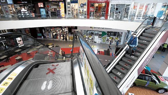 Los centros comerciales estaban funcionando con aforos restringidos al 50% de su capacidad. (Foto: Francisco Neyra/GEC).