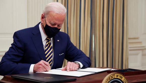 Biden quiere limitar las lagunas legales que algunas agencias federales usan para comprar productos hechos en Estados Unidos a empresas que a menudo fabrican en territorio estadounidense solo una pequeña parte de los productos vendidos al gobierno. REUTERS/Jonathan Ernst