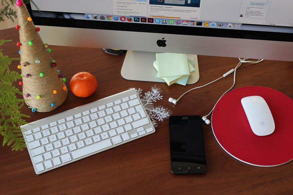 Foto 1 | Si trabaja en feriado, como el 25 de diciembre o 1 de enero, y no elige compensación con otro día de descanso, la empresa deberá pagarle el triple por el día trabajado; es decir, una sobretasa de 100%. (Foto: Pixabay)