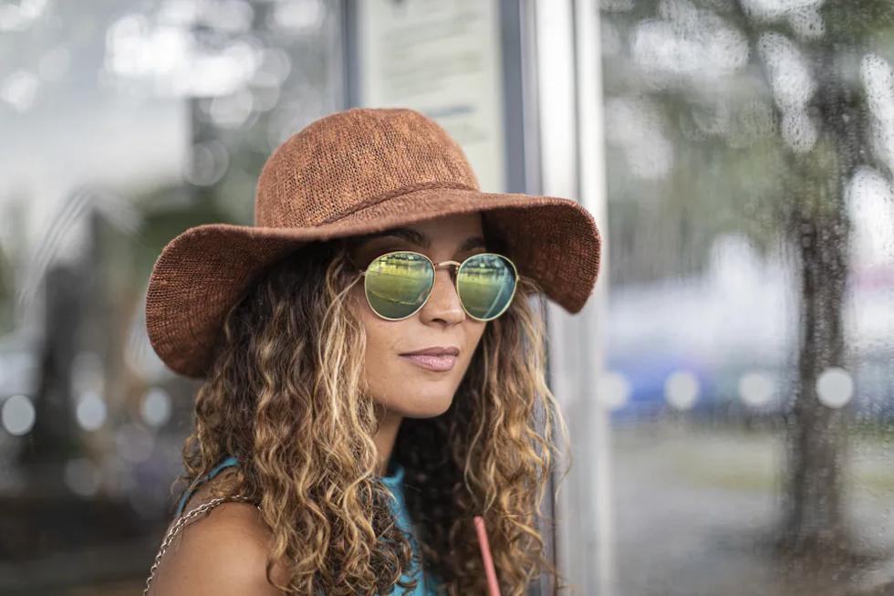 El revestimiento que llevan las gafas de sol modernas para evitar los arañazos es del mismo material que empleó la NASA para hacer más resistentes los visores de los cascos de los astronautas. (Foto: Getty Images).