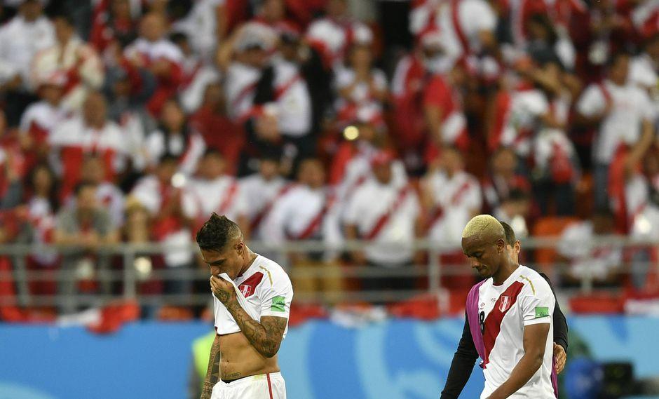 Paolo Guerrero comenzó el Perú vs Dinamarca desde el banquillo. (Foto: AP)