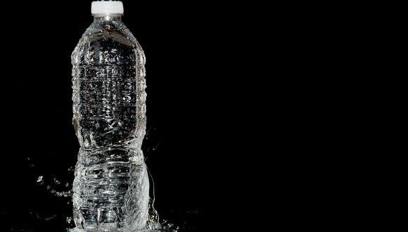 FOTO 14   14. Botellas de agua. Si vives en una ciudad donde el agua sabe bien, ¿por qué comprar una botella de agua cuando puedes tenerla de forma gratuita abriendo el grifo?