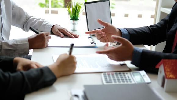 Verificar y comparar la TCEA es fundamental para conocer el costo total del crédito que ofrecen las entidades financieras. (Foto: iStock)