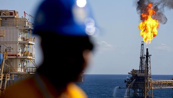 Durante las últimas dos décadas, México ha bloqueado sus ingresos petroleros a través de contratos de opciones que compra a un pequeño grupo de bancos de inversión y compañías petroleras. Foto: Susana Gonzalez/ Bloomberg