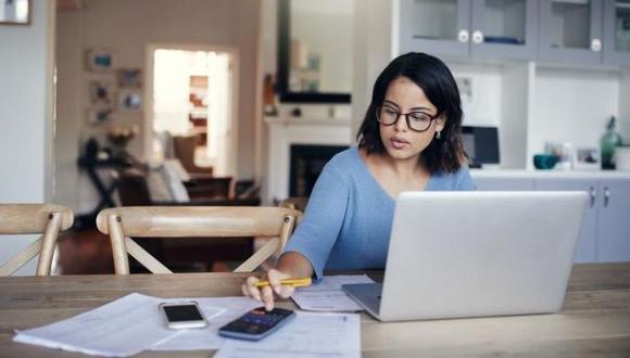 El trabajo en casa o teletrabajo se ha posicionado como una alternativa para que las empresas no frenen algunas actividades y, al mismo tiempo, cuiden a sus trabajadores (Foto: Getty Images)