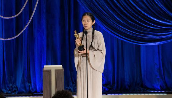 """Chloé Zhao se llevó el Oscar a la mejor dirección por """"Nomadland"""" en la 93 edición de los premios de la Academia de Hollywood. (Foto: AFP / TODD WAWRYCHUK)"""