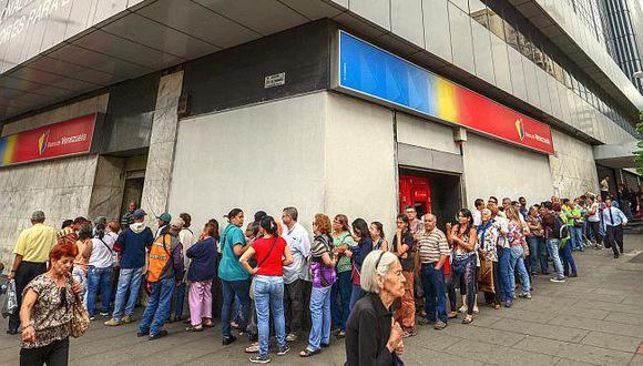 Entidades financieras y casas de cambio dicen que no negociarían con el petro en Venezuela. (Foto: AFP)