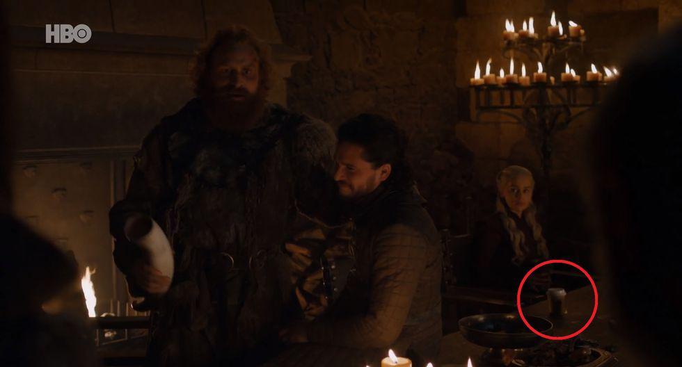 El vaso parece ser de Starbucks, y se encuentra cerca de Daenerys Targaryen (Emilia Clarke). (Foto: HBO)