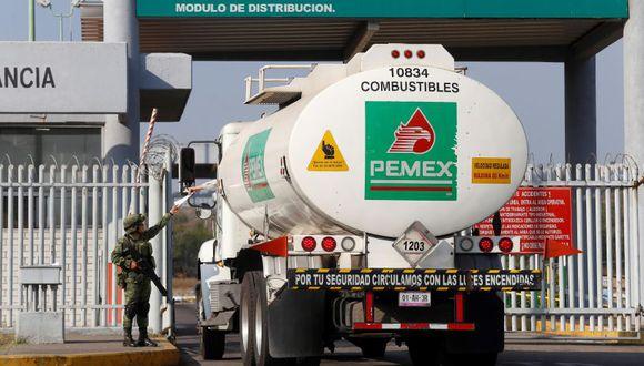 Pemex, la mayor empresa de México, requiere incrementar sus inversiones para revertir un prolongado declive de su producción, que cayó de 3.4 millones de barriles diarios en el 2004 un promedio de 1.7 millones en la actualidad. (Foto: EFE)